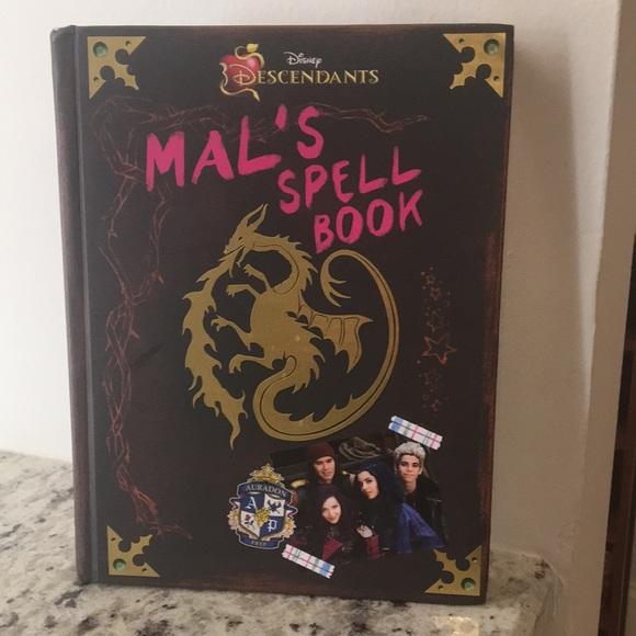 Disney DESCENDANTS Mal's spell book